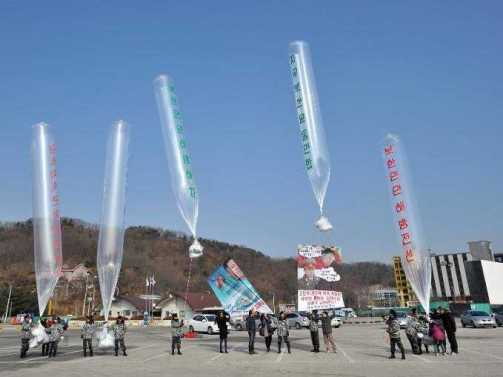 south-korean-activists-use-balloons-to-launch-leaflets-and-usb-drives-into-north-korea